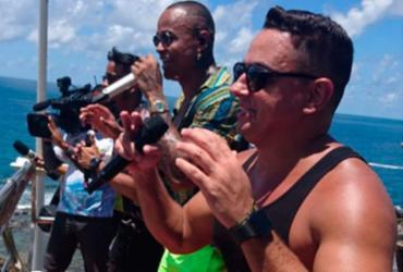 Léo Santana e Danniel Vieira fazem tradicional 'arrastão' na Barra   Raul Aguilar   Ag. A TARDE