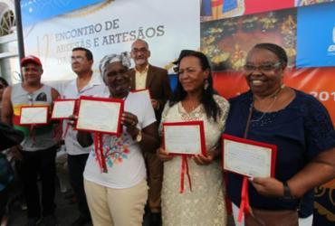 Artesãos e artesãs baianas recebem título honorífico em encontro | Elói Corrêa l Gov-BA