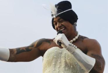 Leo Santana sai de vestido em bloco As Muquiranas na Barra; confira   Raul Spinassé   Ag. A TARDE