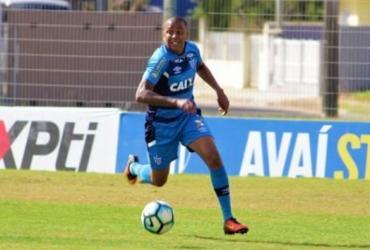 Lateral Capa faz exames médicos para assinar com o Vitória | André Palma Ribeiro | Avaí