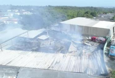 Bombeiros fazem rescaldo em incêndio no bairro de Pirajá | CBMBA | Divulgação