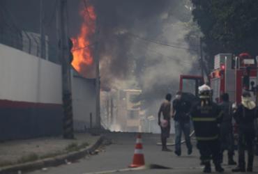 Incêndio atinge fábrica de colchões em Valéria |