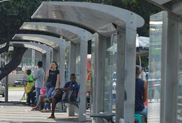 Vandalismo em abrigos de ônibus causa prejuízo de R$ 100 mil | Shirley Stolze | Ag. A TARDE