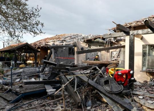 Foguete disparado de Gaza atinge casa em Tel-Aviv e deixa sete feridos   Jack Guez   AFP