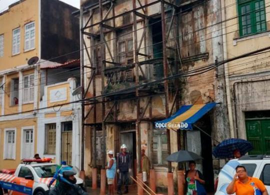Telhado de casarão desaba no Centro Histórico de Salvador   Divulgação   CBMBA