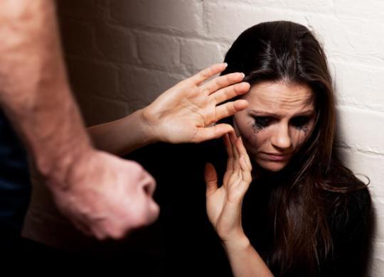 Aprovada lei que fixa prazo para notificar violência contra mulher | Reprodução
