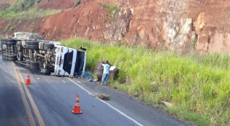 O veículo seguia com destino ao município de Eunápolis quando aconteceu o acidente - Foto: Reprodução | RADAR 64