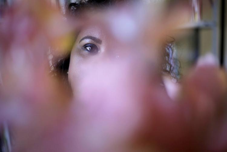 Joana* ainda aguarda punição para agressor - Foto: Raphael Müller | Ag. A TARDE