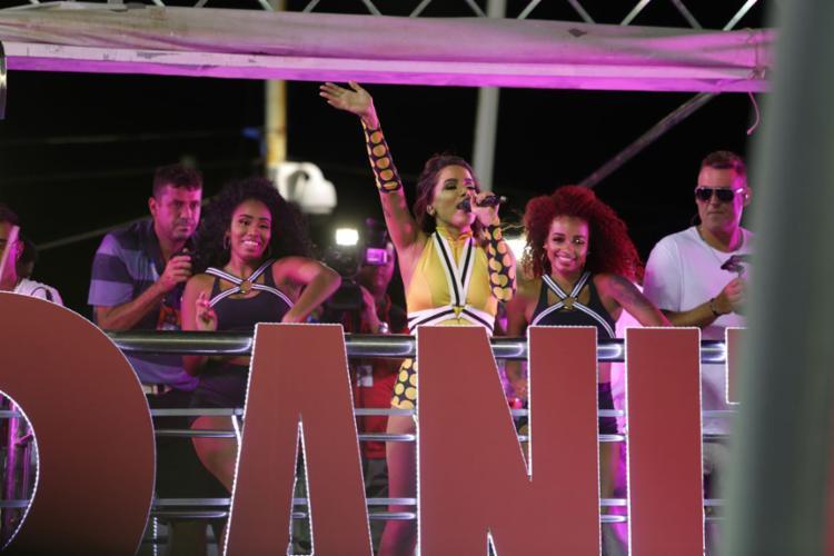 Cantora misturou funk, pop, axé e o pagode baiano no repertório para a folia momesca - Foto: Joá Souza l Ag. A TARDE