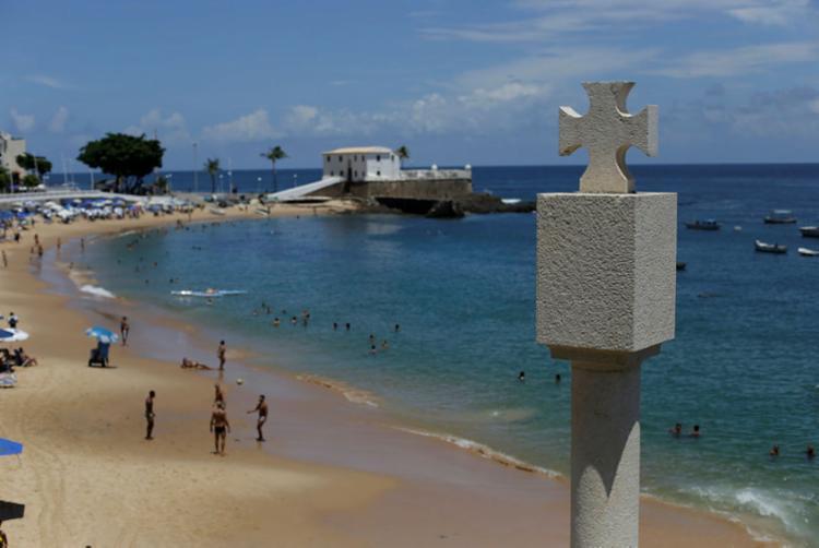 Paisagem contempla o monumento marco da cidade de Salvador, a Cruz da Ordem de Cristo, e o Forte de Santa Maria - Foto: Raul Spinassé | Ag. A TARDE