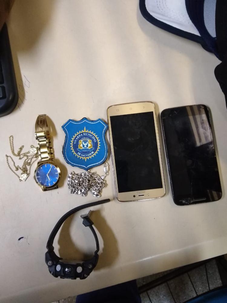 Acionada por populares uma equipe da guarda civil conseguiu recuperar os pertences - Foto: Divulgação | Guarda Civil Municipal