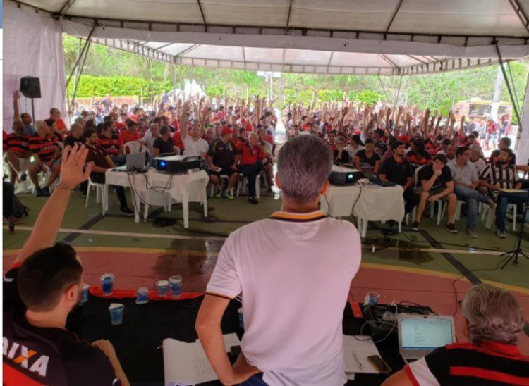 Assembleia discute as propostas de mudança no Estatuto do clube - Foto: Raphael Müller   Ag. A TARDE