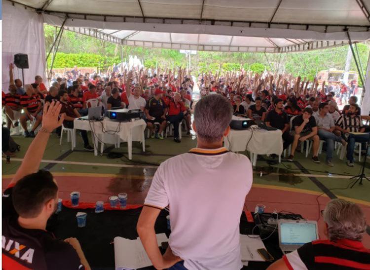 Sócios torcedores aprovaram a antecipação das eleições no último domingo - Foto: Raphael Müller   Ag. A TARDE