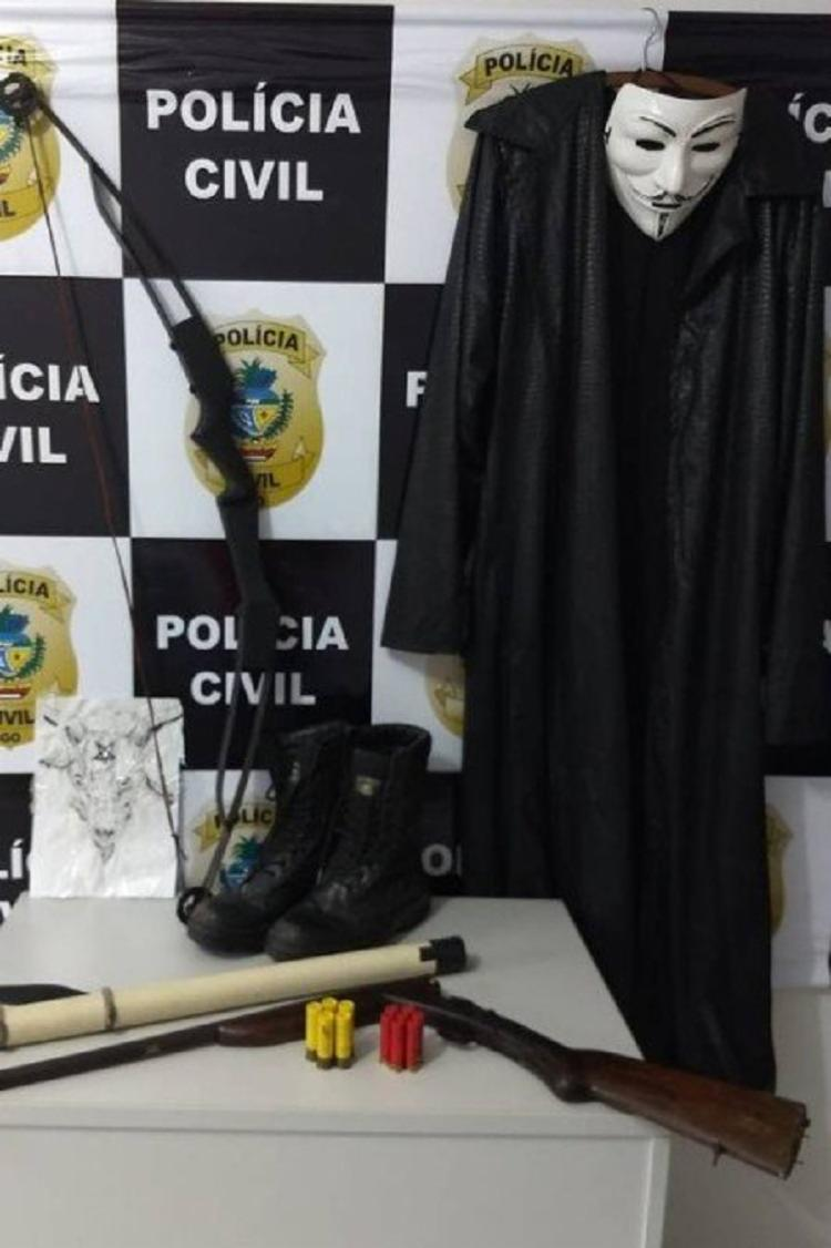 Na casa dos jovens, foi apreendida uma arma de fogo e munições que pertenciam ao pai do suspeito, que também foi autuado - Foto: Divulgação