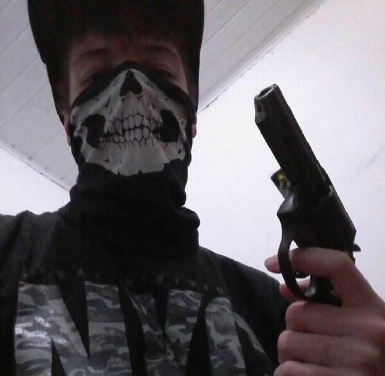 O revólver calibre 38 é mercadoria de preço alto. Nas lojas vale acima de R$ 3,1 mil, fora as despesas e as taxas legalização - Foto: Reprodução