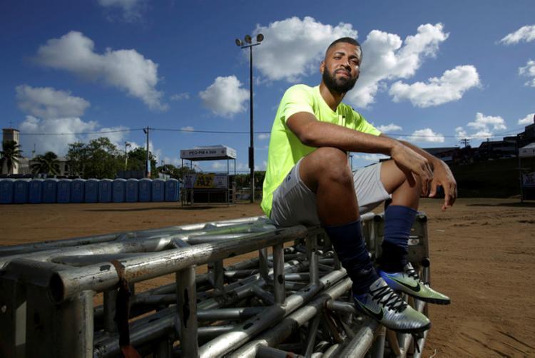 Matheus Alves sonha em ser jogador profissional e estudar nos Estados Unidos - Foto: Uendel Galter | Ag. A TARDE