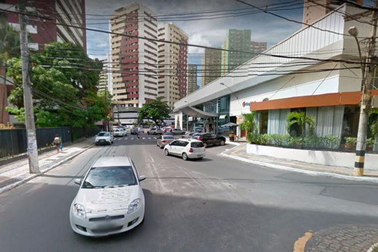 Acidente aconteceu na rua Cerá, na Pituba - Foto: Reprodução | Google Street View