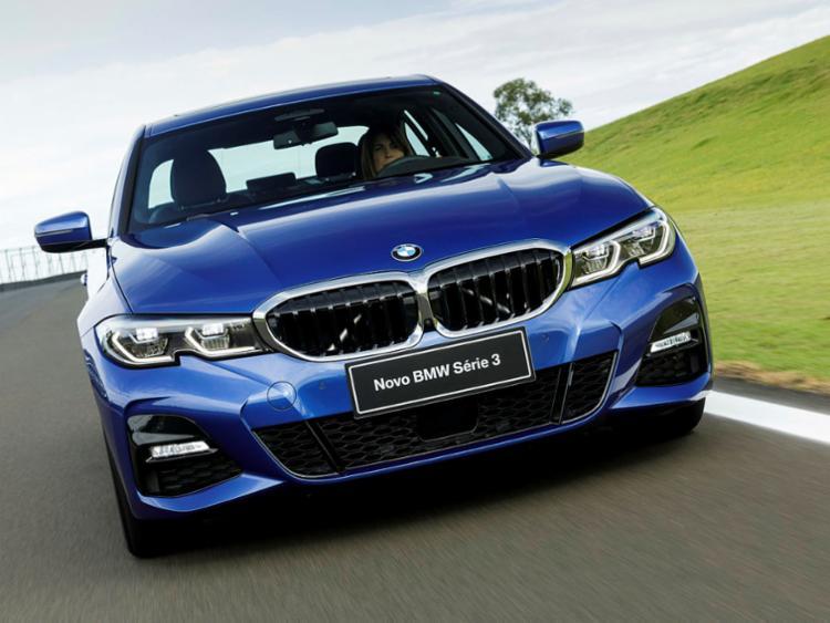 Mais vendido na história do grupo BMW, Série 3 chega com visual renovado - Foto: Divulgação