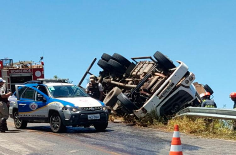 Equipes da Polícia Militar e do Corpo de Bombeiros estiverem no local do acidente - Foto: Reprodução | Blog do Marcelo