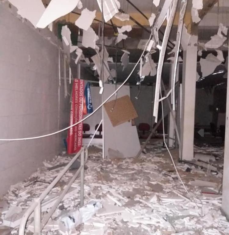 O local ficou parcialmente destruído durante a ação criminosa - Foto: Cidadão Repórter   Via WhatsApp