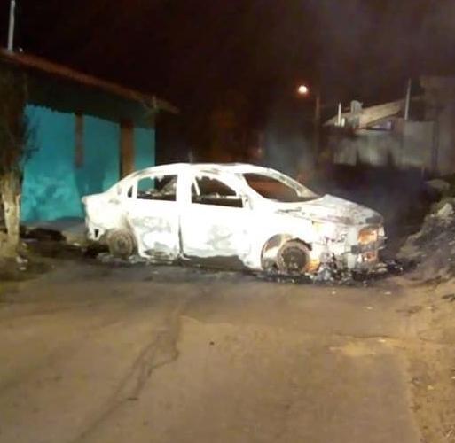 Veículo foi localizado em chamas no município