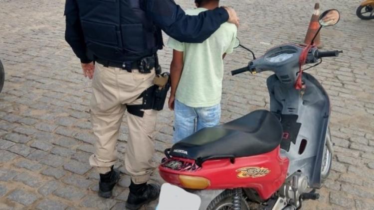 Garoto informou que a motocicleta é de propriedade do seu pai - Foto: Reprodução