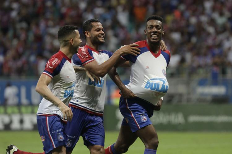 Lateral Moisés marcou um golaço e homenageou esposa grávida - Foto: Adilton Venegeroles l Ag. A TARDE