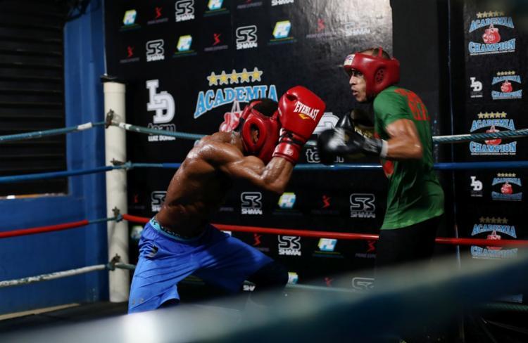 Na academia Champion, Robenilson treina junto a Robson Conceição para evento desse fim de semana