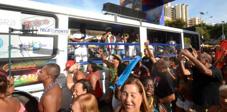 Gerônimo apresentou sucessos da música baiana no Circuito Osmar - Foto: Jefferson Peixoto | Secom