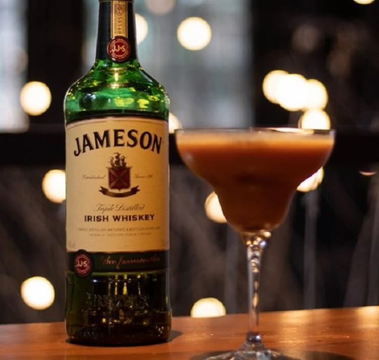 O bartender Rodrigo Damasceno preparará 5 drinks de fácil reprodução à base da bebida em duas turmas - Foto: Divulgação