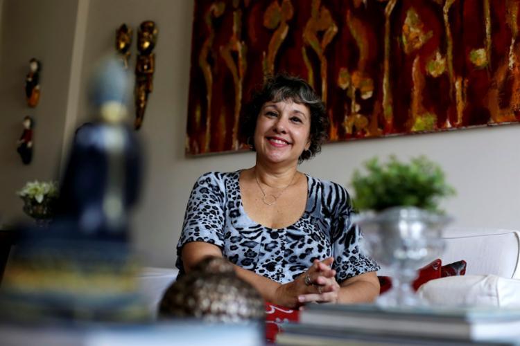 A funcionária pública aposentada Anna Flora busca alívio para sintomas da fibromialgia