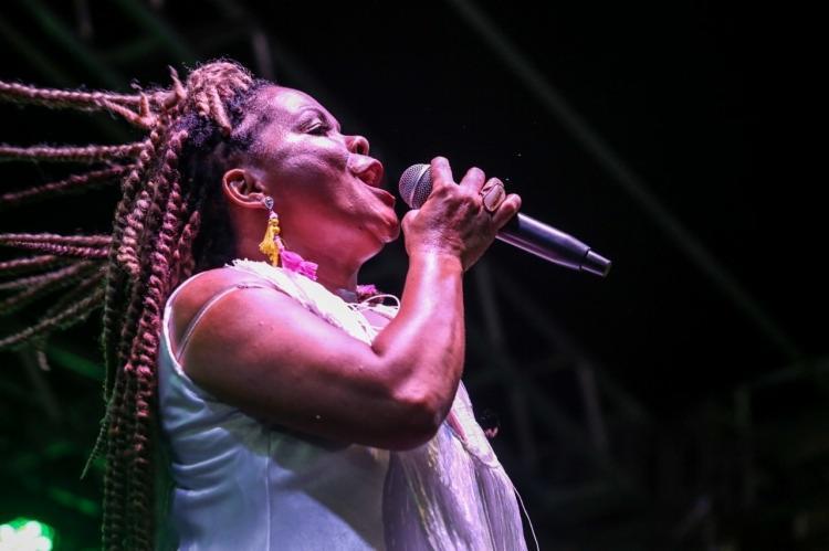 A voz que abriu os trabalhos foi a da cantora Márcia Short, uma das figuras mais representativas do carnaval baiano - Foto: Divulgação