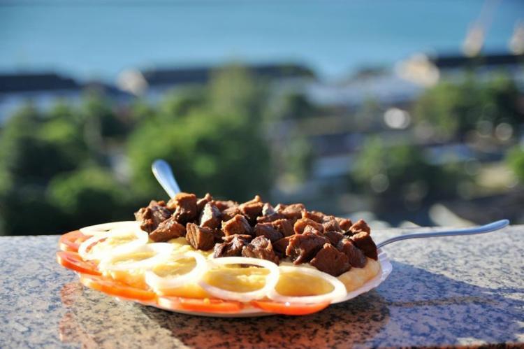 A carne de sol é o prato mais pedido no Bar Cruz do Pascoal, no Santo Antônio - Foto: Felipe Iruatã / Ag. A Tarde