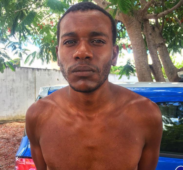 Homem foi preso em flagrante com arma, drogas e dinheiro - Foto: Divulgação | SSP