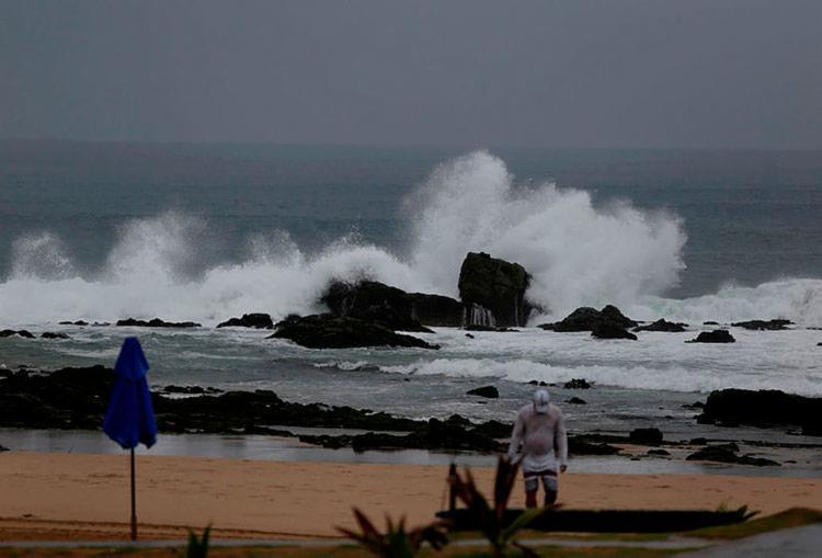 Segundo Inmet, chuva na capital tem sido causada por massa de ar fria do litoral - Foto: Raul Spinassé | Ag. A TARDE | 21.03.2019