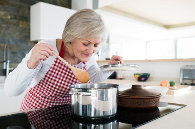 O objetivo é ajudar a manter a mente do idoso ativa, visando proporcionar uma velhice com autonomia, qualidade de vida e humor - Foto: Reprodução
