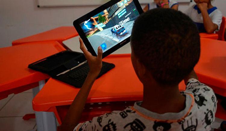 Tablets, celulares e outros eletrônicos tem sido cada vez mais manuseado por crianças - Foto: Shirley Stolze | Ag. A TARDE | 08.06.2018