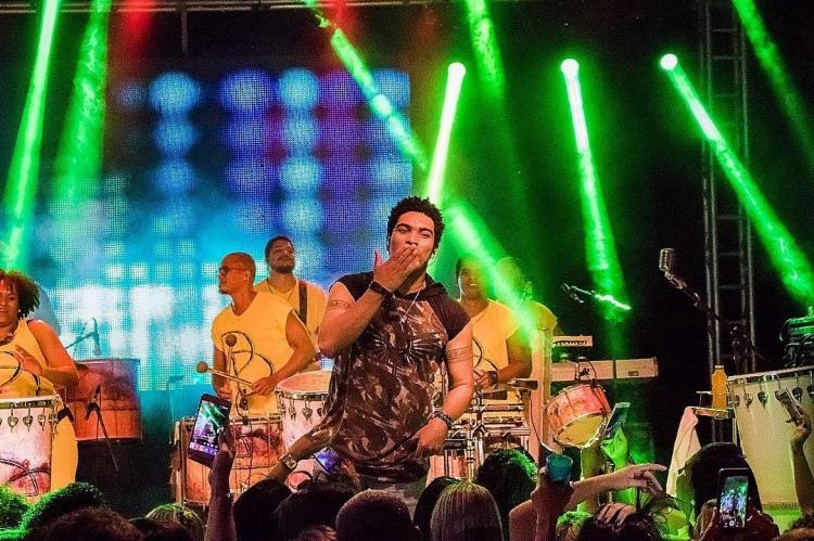 O cantor Denny Denan passou mal na última segunda-feira, 4, antes de se apresentar no bloco 'DD no Comando'. - Foto: Reprodução