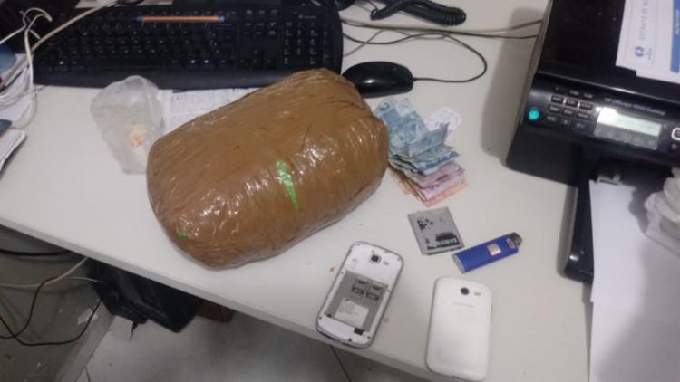 Como o menor, também foram encontradas pedras de crack e pinos vazios de cocaína - Foto: Divulgação | SSP