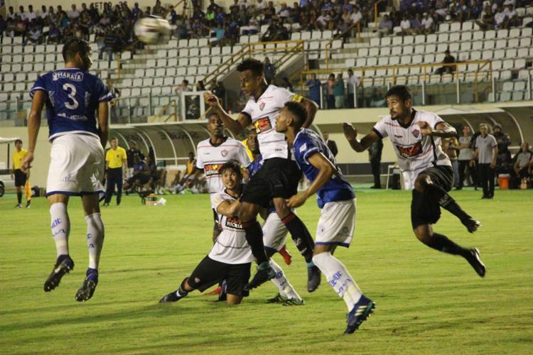 Edcarlos abriu o placar com gol de cabeça logo no primeiro minuto; zagueiro é o artilheiro do Vitória em 2019 com quatro gols - Foto: Moysés Suzart l EC Vitória
