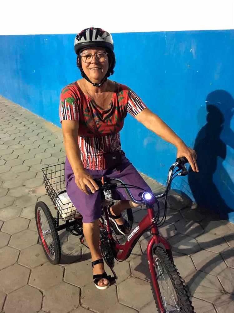 Ana Nélia aos 65 anos pedala todos os dias
