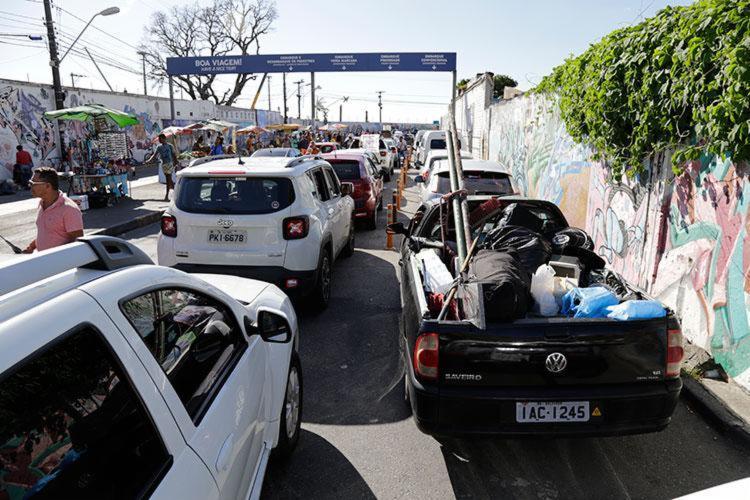 Motoristas precisam esperar até 2h para embarcarem no terminal de São Joaquim - Foto: Gilberto Junior | Ag. A TARDE