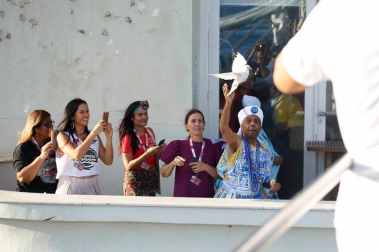 Gilberto Gil soltou uma pomba branca na abertura do desfile - Foto: Alfredo Filho e Inácio Teixeira   Secom