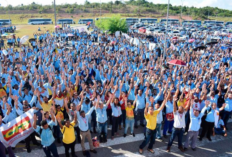 Funcionários realizaram assembleia na manha desta segunda-feira, 11 - Foto: Júlio Bonfim | Cidadão Repórter | Via WhatsApp