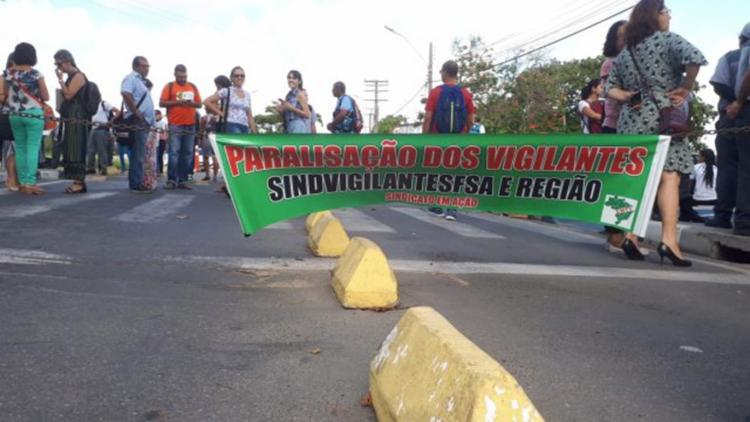 Trabalhadores ameaçam greve geral caso não haja acordo - Foto: Ed Santos | Acorda Cidade