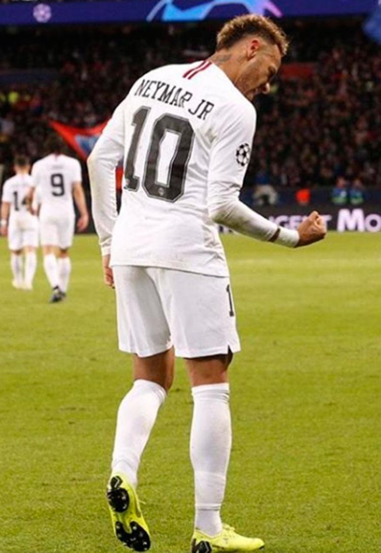 Neymar deverá ir ao vestiário antes do jogo para dar