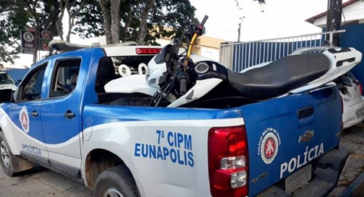 O veículo foi encontrado a cerca de três quilômetros de distância da churrascaria onde a vítima foi morta. - Foto: Divulgação   RADAR 64