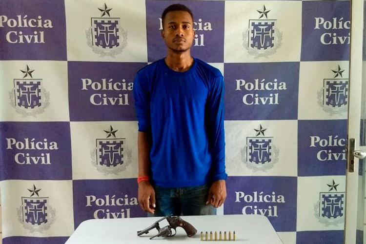 Alisson Santos Lima foi encontrado com uma arma de fogo - Foto: Divulgação | Polícia Civil
