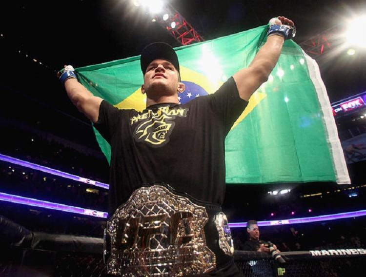 Cigano já foi campeão do UFC entre os anos de 2011 e 2012, após vencer Cain Velasquez - Foto: Reprodução | Getty Images