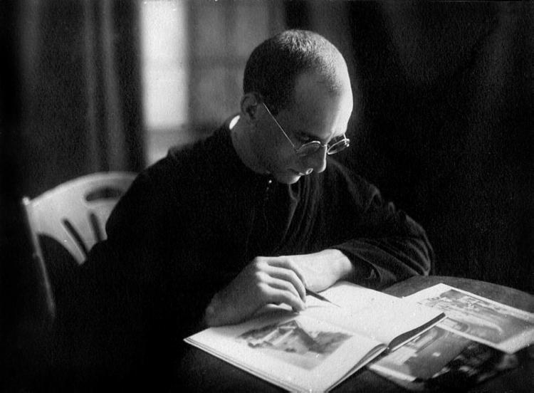 Nascido na Alemanha, o monge atuou como arquiteto, escultor e ilustrador